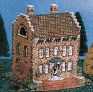 """Petro Colonial House 8x5.5"""""""