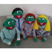 Green Family Puppet Set